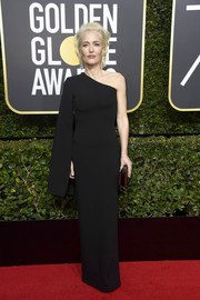 Gillian Anderson went for minimalist elegance in a one-sleeve black column dress by Solace London at the 2018 Golden Globes.