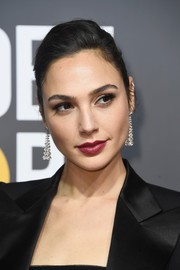 Gal Gadot donned a pair of diamond chandelier earrings by Tiffany & Co. for a more glamorous finish.