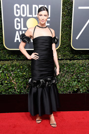 Caitriona Balfe made a festive choice with this black Chanel Couture mermaid gown, complete with fluffy armbands, for the 2018 Golden Globes.