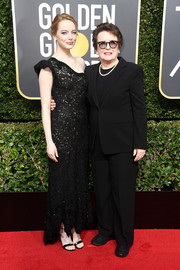 Emma Stone was modern and elegant in a black one-shoulder lace dress by Louis Vuitton at the 2018 Golden Globes.