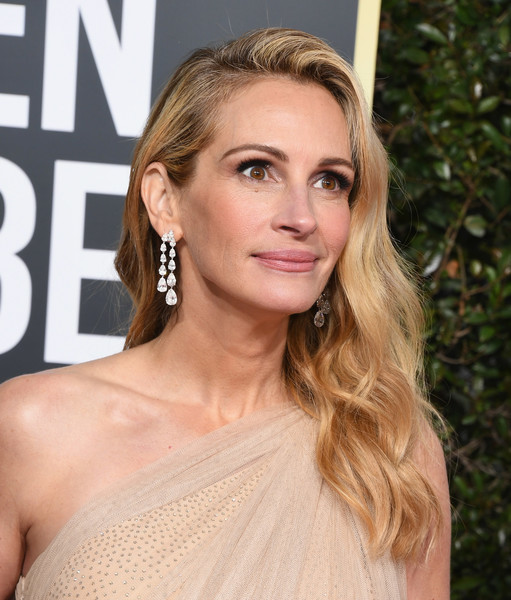 More Pics of Julia Roberts One-Shoulder Top (1 of 18) - Tops Lookbook - StyleBistro [hair,face,blond,hairstyle,eyebrow,shoulder,lip,long hair,beauty,brown hair,arrivals,julia roberts,the beverly hilton hotel,beverly hills,california,golden globe awards]