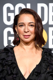 Maya Rudolph styled her hair into a short wavy cut for the 2019 Golden Globes.
