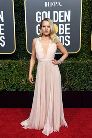Kristen Bell took a daring plunge in this pale-pink Grecian gown by Zuhair Murad at the 2019 Golden Globes.