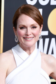 Julianne Moore opted for a simple ponytail when she attended the 2019 Golden Globes.