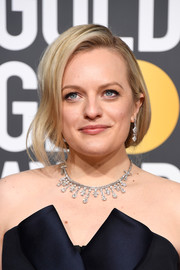 Elisabeth Moss polished off her look with a gorgeous diamond necklace by Neil Lane.