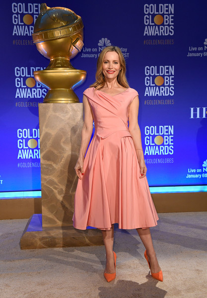 Leslie Mann chose a pair of bright orange pumps to finish off her look.