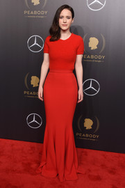 Rachel Brosnahan attended the 2018 Peabody Awards wearing a simple red knit top by Brandon Maxwell.