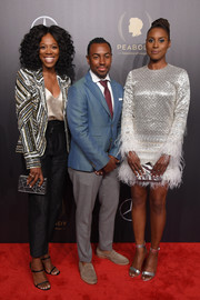 Issa Rae matched her dress with a pair of silver sandals.