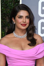 Priyanka Chopra-Jonas channeled Old Hollywood glamour with this long wavy hairstyle at the 2020 Golden Globes.