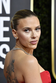 Scarlett Johansson pulled her hair back into a twisted bun for the 2020 Golden Globes.