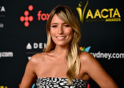 Renee Bargh opted for a loose, subtly wavy hairstyle when she attended the AACTA International Awards.