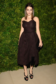 Bee Shaffer donned a signature Dolce and Gabbana lace design. The strapless deep burgundy dress was gathered and bowed at the hip to reveal a layer of black tulle. The cocktail dress looked lovely vintage. The young star kept her shiny hair sleek and simple.