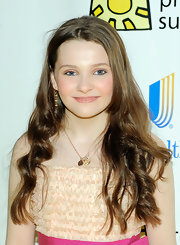Up and coming actress Abigal Breslin showed off her long curls while attending the Project Sunshine Benefit.