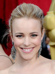 Rachel McAdams paired her glamorous look with decadent gemstone earrings.