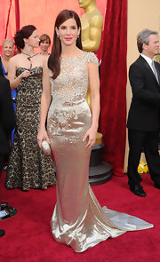 Sandra Bullock teamed her glamorous Academy Awards gown with an etched champagne hard case clutch.