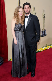 Anna Axter looked beautiful at the 2010 Oscars with her long curls down and flowing in a casual center part.