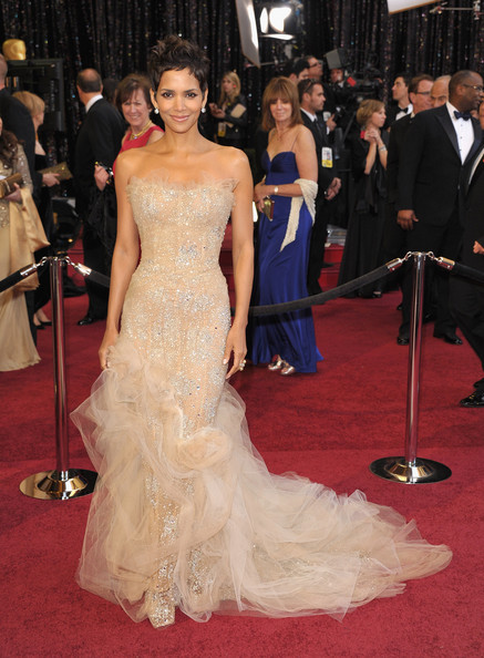 More Pics of Halle Berry Evening Dress (1 of 69) - Halle Berry Lookbook - StyleBistro