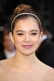 Hailee Steinfeld pinned her long locks up in a high bun at the 83rd Annual Academy Awards. She topped her look off with a skinny headband.