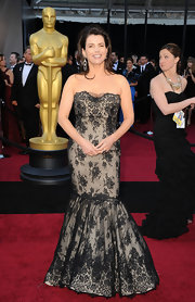 Julia was a laced beauty in a strapless cream and black evening gown with a mermaid silhouette on the Oscar red carpet.