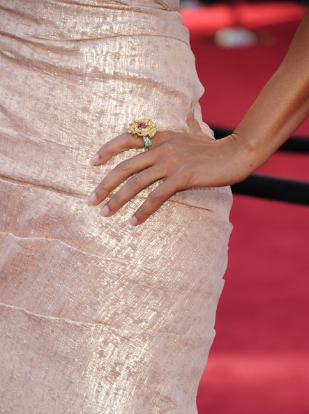 Robin Roberts accessorized with a huge flower ring at the Academy Awards.