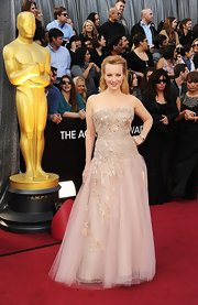 Wendi McLendon-Covey looked like she stepped out of a fairytale in a strapless tule gown with delicate floral beading.