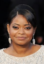 Octavia Spencer arrived at the 84th Annual Academy Awards wearing her hair in a sleek side bun with smooth side-swept bangs.