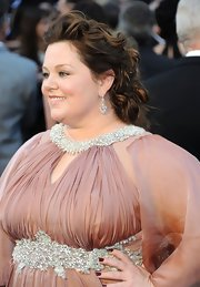 Melissa McCarthy arrived at the 84th Annual Academy Awards wearing her long hair in mass of pretty pinned-up curls.