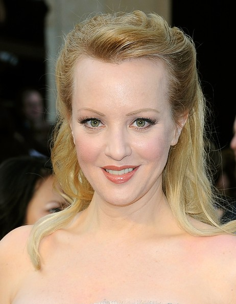 Wendi McLendon-Covey wore her hair partially pulled back and styled in a romantic 'do at the 84th Annual Academy Awards.