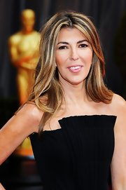 Nina Garcia arrived at the 2012 Academy Awards wearing her long layered hair sleek and straight.