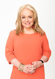 Jacki Weaver opted for big chunky jewelry for the Oscars Nominees' Luncheon, especially witht gold link bracelet.