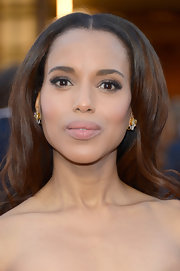 A sharp center part and multidimensional shine defined Kerry Washinton's waves at the 2013 Oscars.