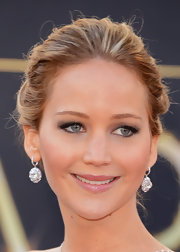 Subtle (but statement-making!) gray eye shadow brought out the blue tones in Jennifer's eyes.