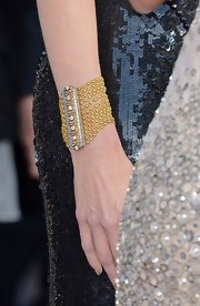 Nicole Kidman opted for a gold and diamond chain cuff bracelet to complete her Oscar night look.