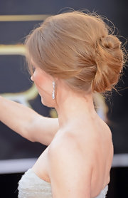 Amy Adams always opts for elegance, and this time for the 2013 Oscars, she chose to twist her locks into a refined chignon.