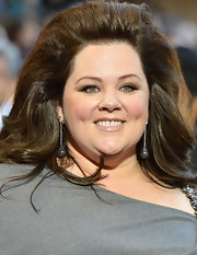 Melissa McCarthy drew focus to her gorgeous green eyes with a wispy pair of falsies.