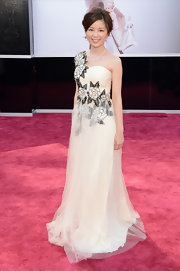 Minako Nakano chose a super feminine one shoulder gown with floral embellishments for her 2013 Oscars look.