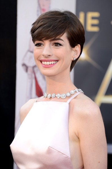 More Pics Of Anne Hathaway Short Side Part 17 Of 90 Short