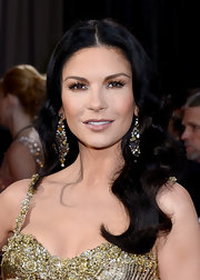 Catherine Zeta Jones echoed the shine of her gown with ultra-glossy lips at the 2013 Oscars.
