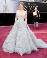 Amy Adams simply flowed down the red carpet in a grey ruffle gown with a sweetheart neckline and beaded bodice.