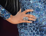 Jennifer Hudson opted for simple elegance at the 2013 Oscars with a multi-stone diamond ring.