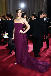 Jennifer Garner supported hubby Ben Affleck at the 2013 Oscars and did so in style in this custom violet silk crepe gown with a cascading train of tulle and organza ruffles topped off with a classic bow detail.