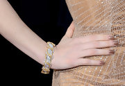 Jessica matched her sequined beige Armani Prive gown with glossy cinnamon-hued nails.