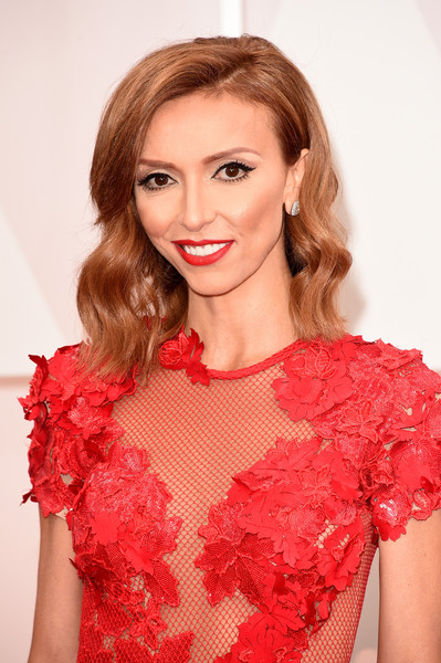 Giuliana Rancic looked lovely at the Oscars wearing her hair in vintage-glam waves.