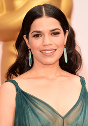 America Ferrera looked oh-so-pretty with her center-parted waves during the Oscars.