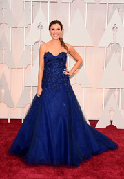 Thea Andrews looked very princessy at the Oscars in a royal-blue Rita Vinieris strapless gown with an appliqued bodice and a full skirt.