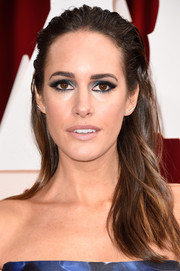 Louise Roe accentuated her eyes with and heavy black liner and blue shadow to match her gown.