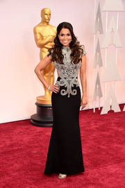Tracey Edmonds showed off her slim physique at the Oscars in a tight-fitting gown with a swirl-embellished bodice and side cutouts.