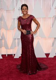 Robin Roberts glimmered in a fully beaded red gown during the Oscars.