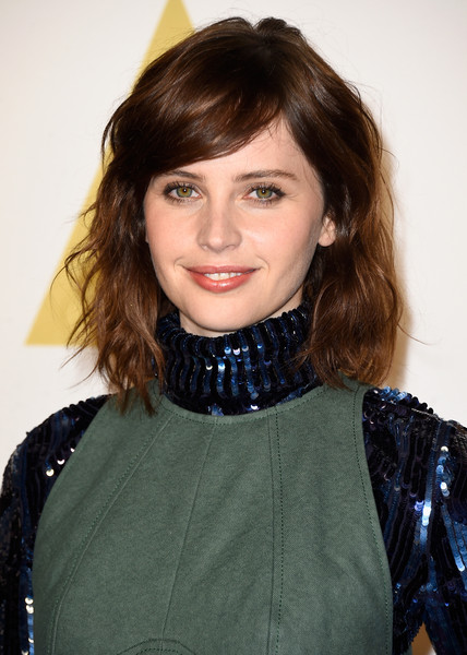Felicity Jones' Side-Swept Waves