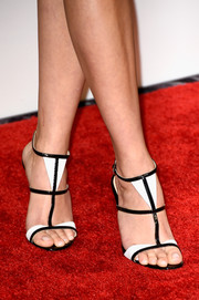 Reese Witherspoon paired her outfit with some cute monochrome sandals for the Academy Awards Nominee Luncheon.